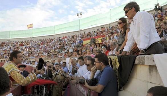Enrique Ponce, David Mora y Daniel Luque triunfan en el homenaje a Víctor Barrio