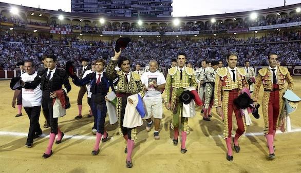 Gran tarde de toros en el homenaje a Víctor Barrio en Valladolid