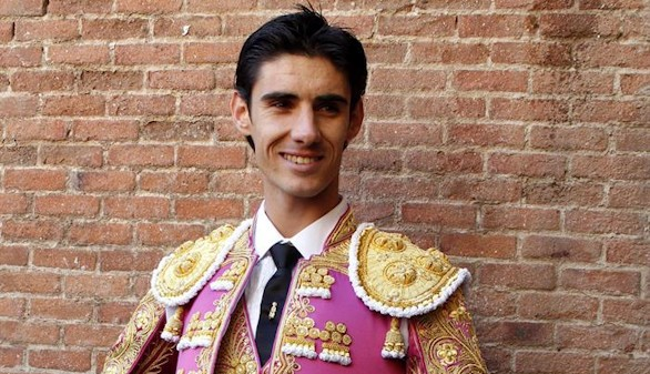 Una brutal cornada en el pecho mata al torero Víctor Barrio