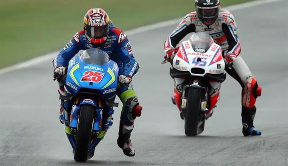 Maverick Viñales se estrena en Moto GP ante Valentino Rossi
