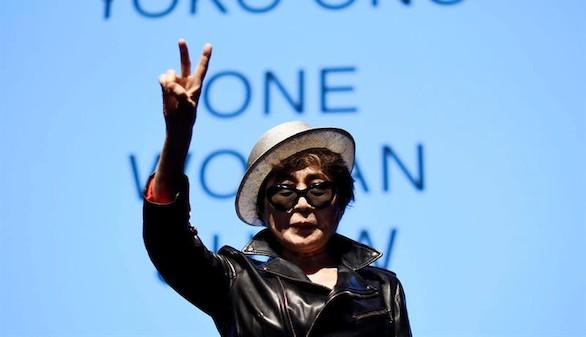 Yoko Ono, hospitalizada en Nueva York con