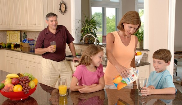 ¿Llevan o no azúcares añadidos los zumos de frutas?