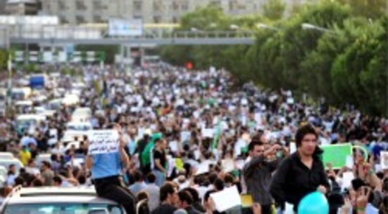 Musavi en la marcha para rendir tributo a las v ctimas for Resultados electorales mir
