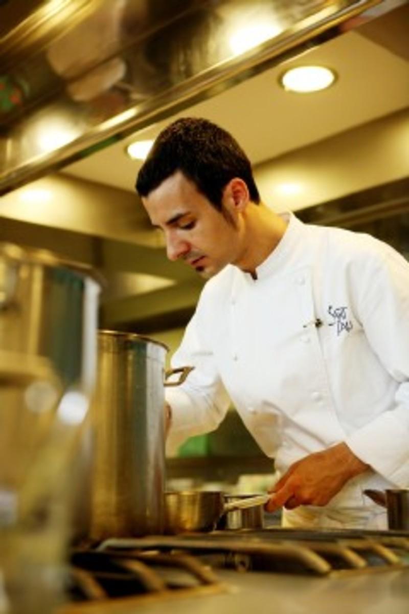 Ra l balam jefe de cocina del restaurante moments el for Trabajo jefe de cocina