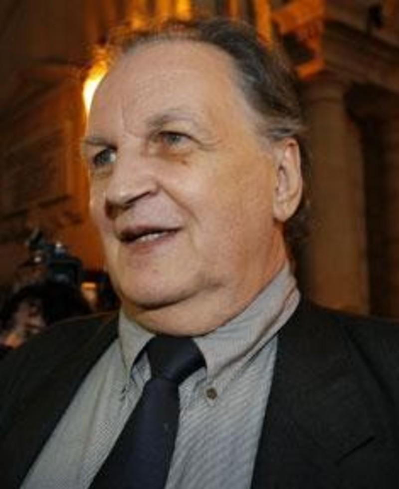 Un ex ministro y un hijo de mitterrand condenados por for Ex ministro del interior