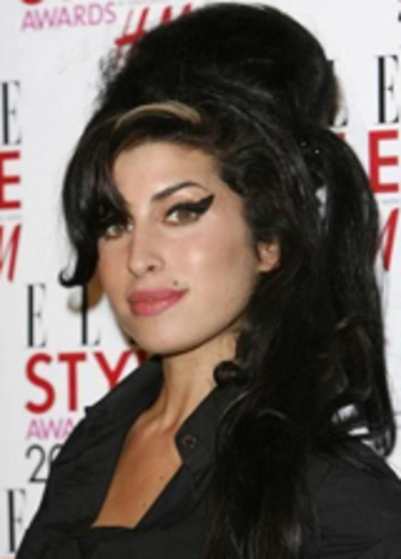 Winehouse Se Desnuda Para Concienciar Sobre El Cáncer De Mama El