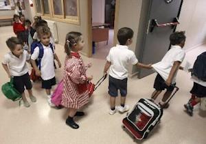 Niños entrando a clase. Foto: Efe